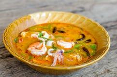 Soupe chaude et aigre à fruits de mer (Tom Yam) image libre de droits