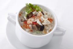 Soupe chinoise à oeufs avec des fruits de mer Photographie stock