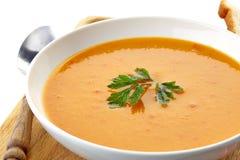 Soupe à courge dans un plat blanc Photos libres de droits