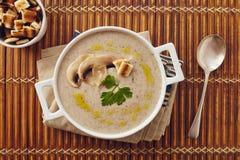 Soupe crème à champignon photo stock