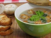 Soupe crème avec le champignon de paris Images libres de droits