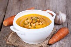 Soupe crémeuse à carotte avec des pois chiches Photos libres de droits