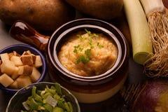 Soupe déconstruite à poireau de pomme de terre Photos stock