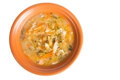 Soupe dans un plat d'isolement sur un fond blanc Photo stock