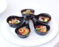 Soupe de fines herbes chinoise avec les dates rouges et le Wolfberries Image stock
