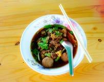 Soupe de nouilles avec du boeuf Image stock