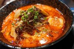 Soupe de nouilles d'un rouge ardent de Ramen Photographie stock libre de droits