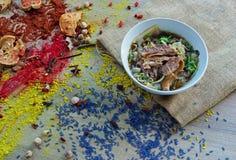 Soupe de nouilles de boeuf et herbe thaïlandaise Photo stock