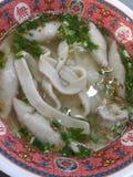Soupe de nouilles de pâté de poissons Photos libres de droits