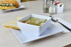 Soupe de nouilles faite maison de poulet Image stock