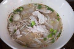 Soupe de nouilles thaïlandaise faite fraîche d'espace libre de porc Photos libres de droits