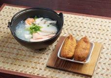 Soupe de nouilles traditionnelle chinoise de fruits de mer Photographie stock