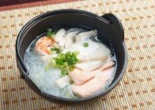 Soupe de nouilles traditionnelle chinoise de fruits de mer Photo libre de droits
