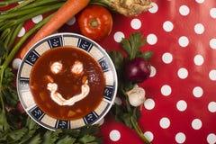 Soupe de sourire à tomate photo libre de droits