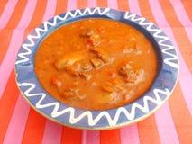 Soupe des tomates avec de la viande et des champignons Photographie stock