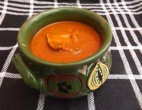 Soupe des tomates avec de la viande et des champignons Images libres de droits