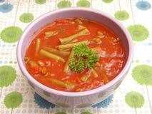 Soupe des tomates avec des haricots photographie stock