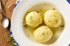 Soupe faite maison chaude à boule de pain azyme Photo libre de droits