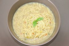 Soupe fraîche avec des nouilles Image stock