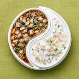 Soupe froide Okroshka avec le képhir et le kvas Image stock