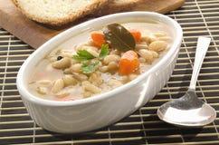 Soupe à haricot blanc avec des carottes Images libres de droits