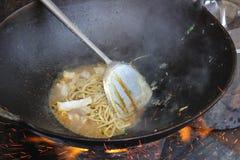Soupe indonésienne traditionnelle à cuisinier de bakso d'aliments de préparation rapide de casse-croûte de godok de nouille Photo stock