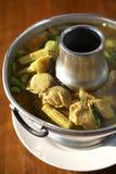 Soupe jaune épicée à poissons Photo stock