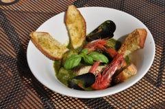 Soupe méditerranéenne traditionnelle à poissons - zuppa di pesce Photographie stock libre de droits