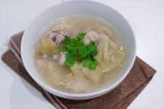 Soupe marinée à laitue avec du porc images stock