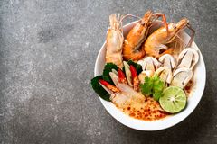soupe ?pic?e ? crevettes (Tom Yum Goong images stock