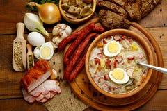 Soupe polonaise traditionnelle Zurek à Pâques Photo stock