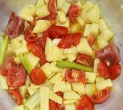 Soupe : pomme de terre, tomate, huile d'olive et céleri Photographie stock libre de droits