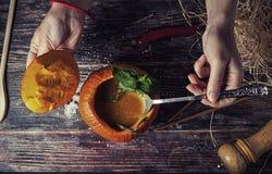 Soupe savoureuse lumineuse Photographie stock libre de droits