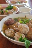Soupe thaïlandaise à espace libre de style avec le sang de porc congelé Image libre de droits