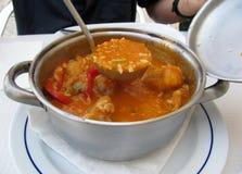 Soupe traditionnelle portugaise à poissons photographie stock