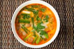 Soupe traditionnelle thaïlandaise à Tom Yam Photographie stock libre de droits