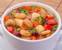 Soupe végétarienne à régime délicieux sur la table Images libres de droits