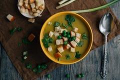 Soupe végétarienne sur la table Photos stock