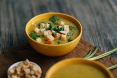 Soupe végétarienne sur la table Images stock