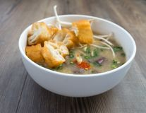 Soupe vietnamienne à organe de porc ou soupe à abats images libres de droits