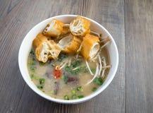 Soupe vietnamienne à organe de porc ou soupe à abats photo stock