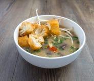 Soupe vietnamienne à organe de porc ou soupe à abats photographie stock