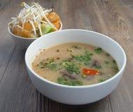 Soupe vietnamienne à organe de porc ou soupe à abats images stock