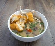 Soupe vietnamienne à organe de porc ou soupe à abats image libre de droits