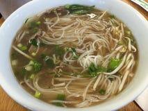 Soupe vietnamienne à pho de boeuf délicieux photographie stock
