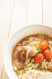 SoupIn noodlesGrilled instante a do eggonionPork de Chickenboiled Imagens de Stock