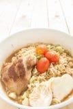 SoupIn noodlesGrilled instante a do eggonionPork de Chickenboiled Imagem de Stock Royalty Free