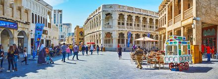 Souq街道, Souq Waqif,多哈,卡塔尔全景  库存照片