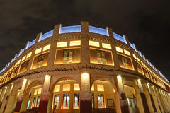 Souq Waqif byggnad på natten doha Royaltyfria Bilder
