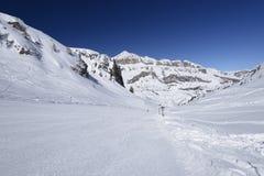 Sourasas滑雪坡道和Piz Boe,阿拉巴 免版税图库摄影